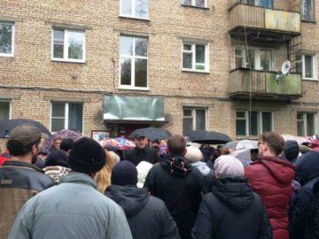 Стихийный митинг за реновацию прошел в поселении Кокошкино в Новой Москве