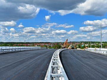 Завершается монтаж шумозащитных экранов на автодорожном переезде в Крекшино