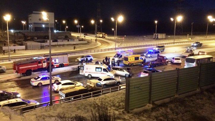 Три человека пострадали при столкновении двух автомобилей на Калужском ш. в ТиНАО