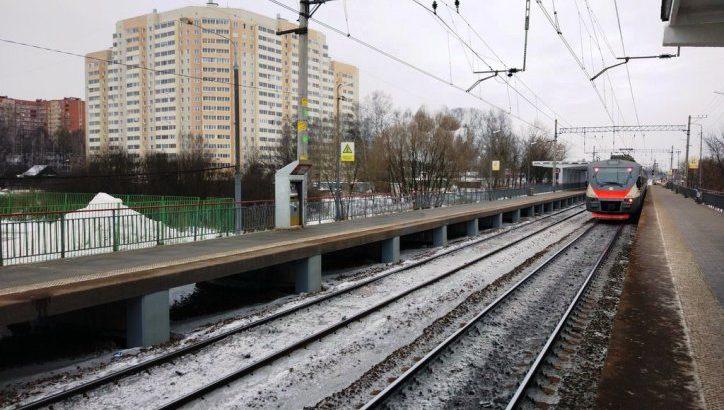 Мужчина выжил после наезда электрички у платформы «Кокошкино»