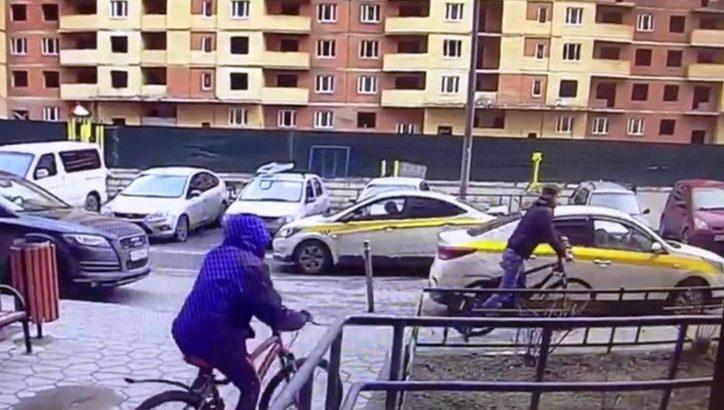 В ТиНАО сотрудники полиции задержали одного из подозреваемых в краже велосипедов