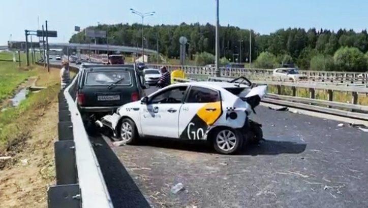 Три человека пострадали в дорожной аварии в ТиНАО