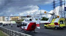 Вертолет МАЦ эвакуировал пострадавшего в аварии на Боровском шоссе