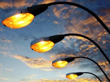 Более 200 фонарей установили на территориях школ и детсадов в ТиНАО