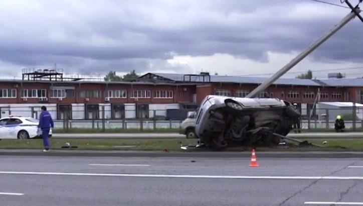 В Новой Москве водитель легкового автомобиля погиб, врезавшись в столб